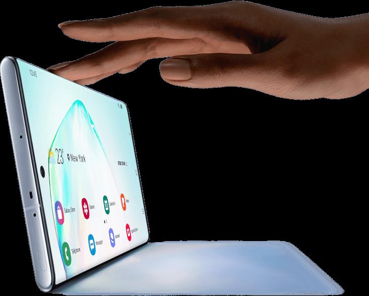 Galaxy Note 10 plus vu en mode paysage avec une ombre et une main touchant le haut comme s'il s'agissait d'un ordinateur portable