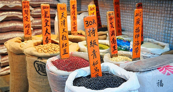 There are various grains sold in traditional markets in China. And there are also signposts with information on each grain in Chinese.