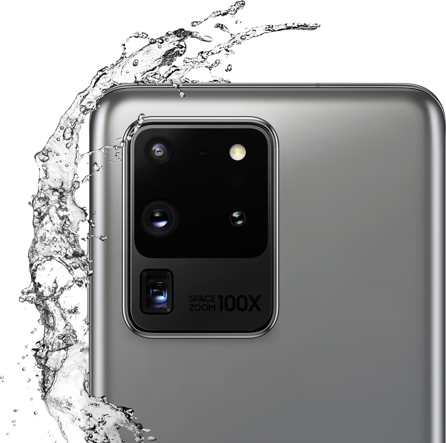 Vista detallada de la cámara posterior del Galaxy S20 Ultra en color gris. El agua lo salpica para representar la resistencia al agua de IP68