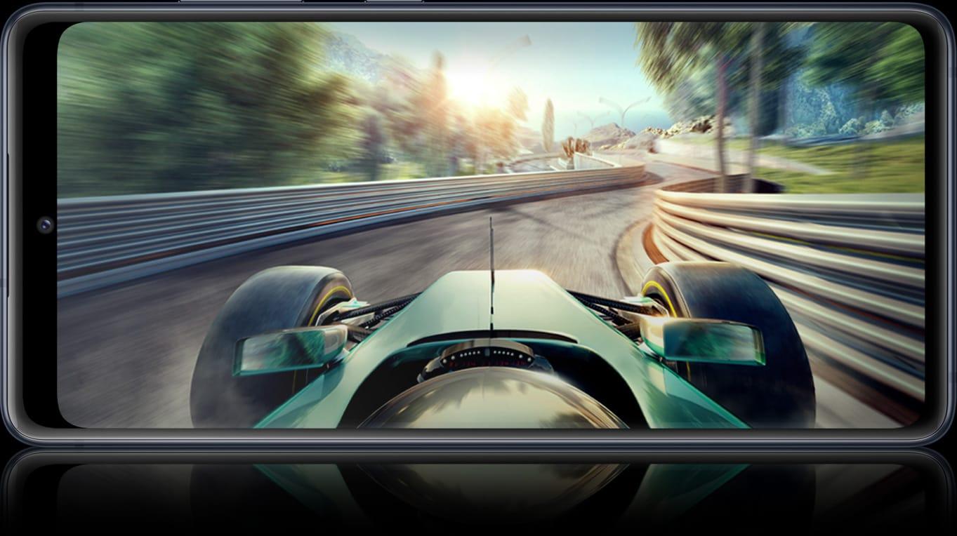GalaxyS20 FE avec une scène de jeu à l'écran, montrant les détails dont vous pouvez profiter en jouant avec des vitessesLTE et Wi-Fi6.