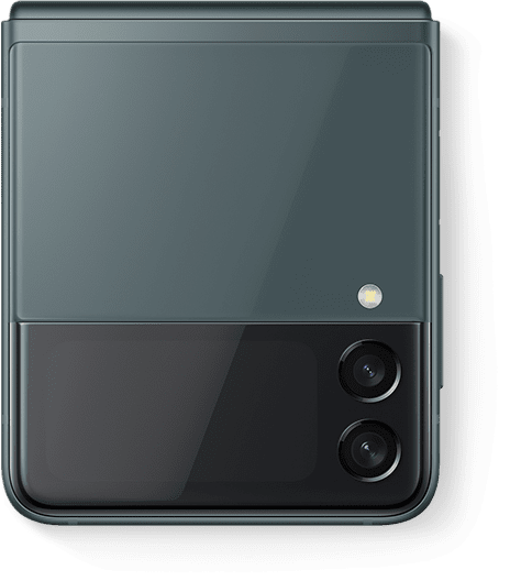 Galaxy Z Flip3 5G zelene boje preklopljen je i promatran sa strane prednje maske.