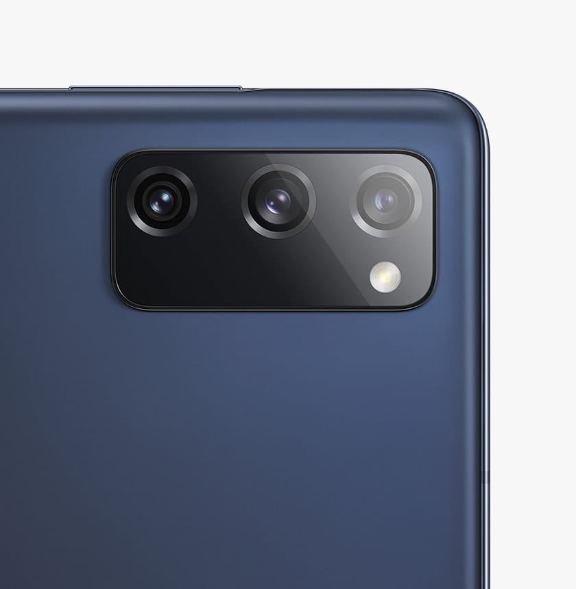 The rear camera on Galaxy S20 FE in Cloud Navy.