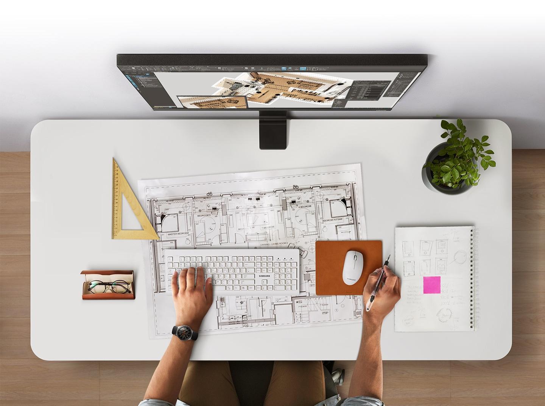 Space Monitor Samsung - LS27R750QEUXEN - dzięki regulowanemu stojakowi pozwala zaoszczędzić przestrzeń na biurku - wystarczy przysunąć go płasko do ściany by zwolnić miejsce
