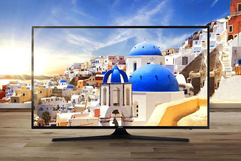 Helle und lebendige Aufnahme eines Wals auf dem SamsungUHD TV-Bildschirm.