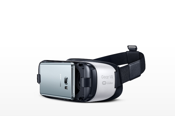 An image showing a Gear VR device being connected to a Galaxy smartphone.
