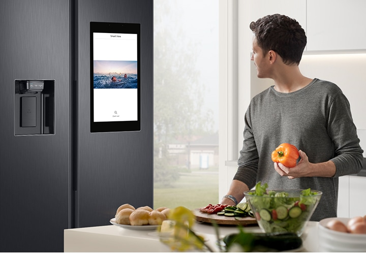 Mirror your Samsung smart TV or Samsung phone*,right on your Family Hub screen