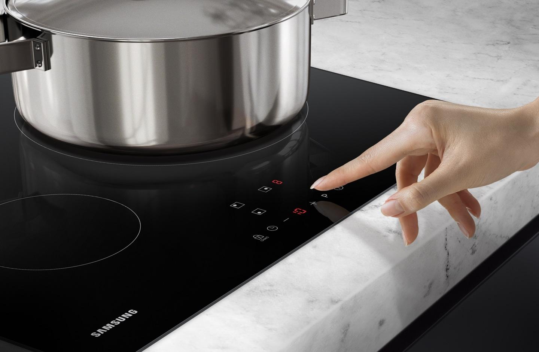 Contrôlez intuitivement les trois foyers de votre plaque de cuisson