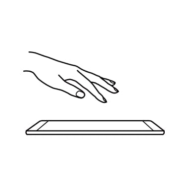Mano a punto de tocar la pantalla del Galaxy S7