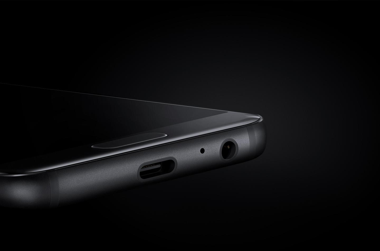 อุปกรณ์ Galaxy A และสายเชื่อมต่อ micro USB.