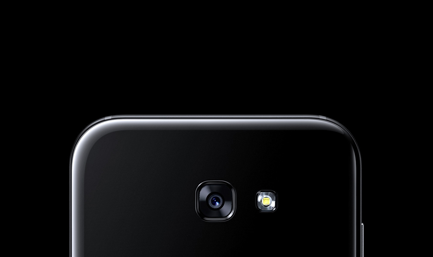 Close up of the Galaxy A7 (2017) rear camera.