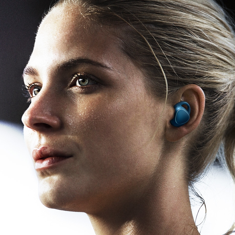 Woman working out with Gear IconX in her ears