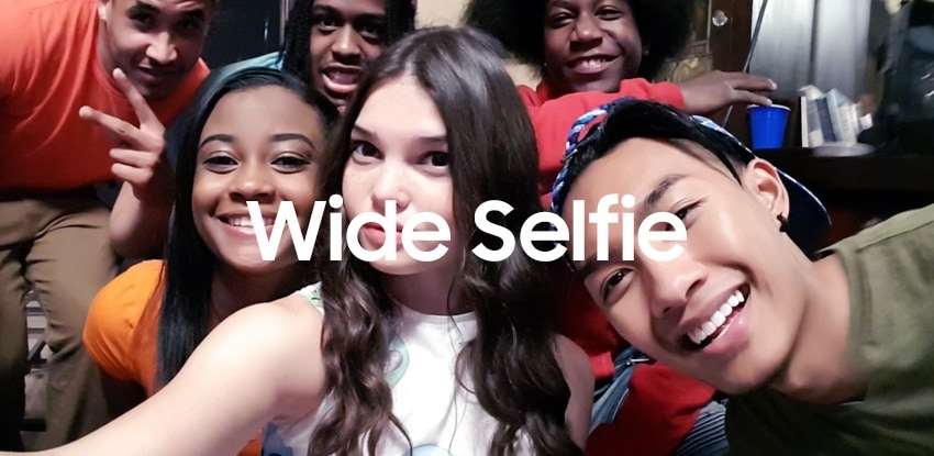 Millennials gathered for a wide selfie on the Galaxy S7