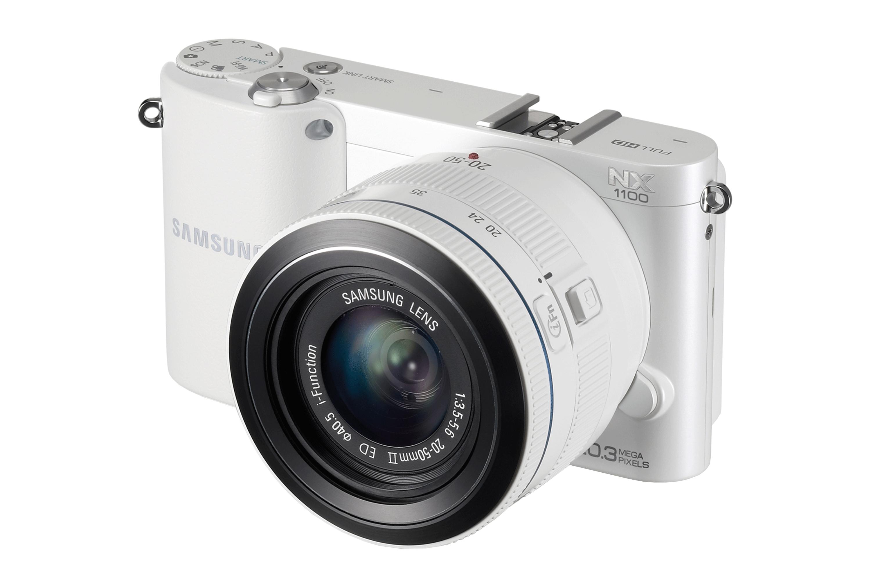 NX1100 Vista angolo destro Bianco