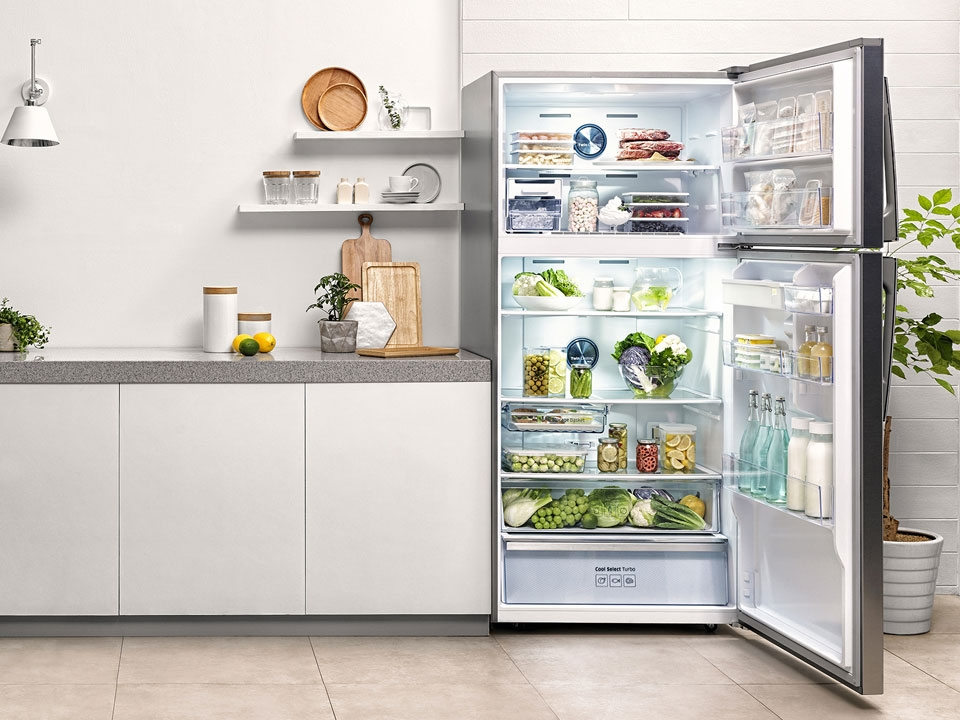 How to organise your fridge to keep food fresh for longer | Samsung Gulf