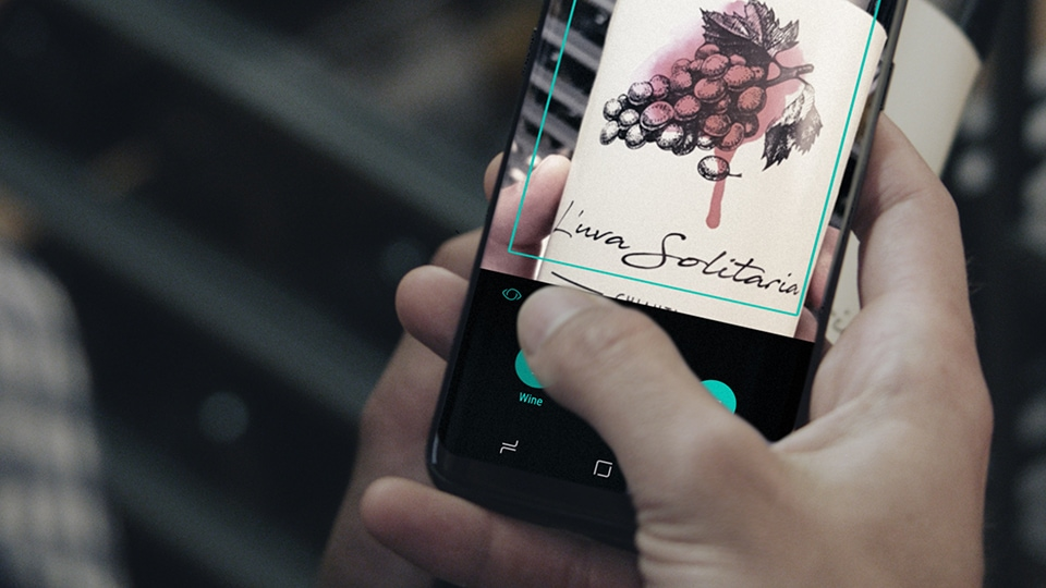 Image of a person scanning a wine label with Bixby Vision