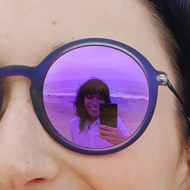 Click to learn how to shoot a reflective sunglasses selfie with Dual Aperture
