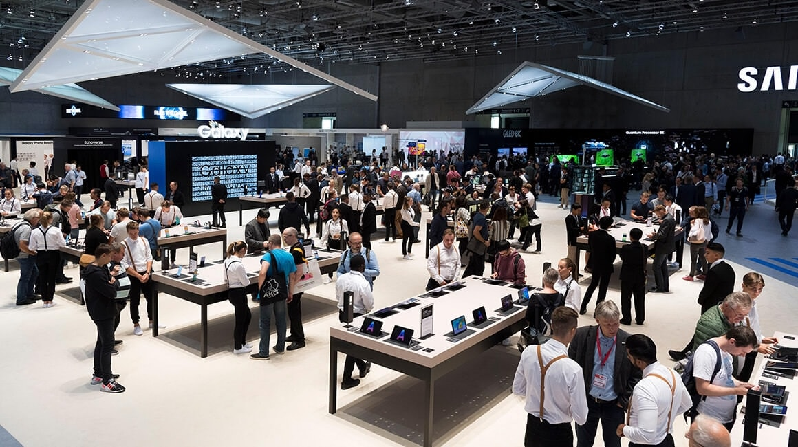 Visitors is crowded into the venue's Mobile zone, which offers hands-on looks at the company's latest mobile innovations.