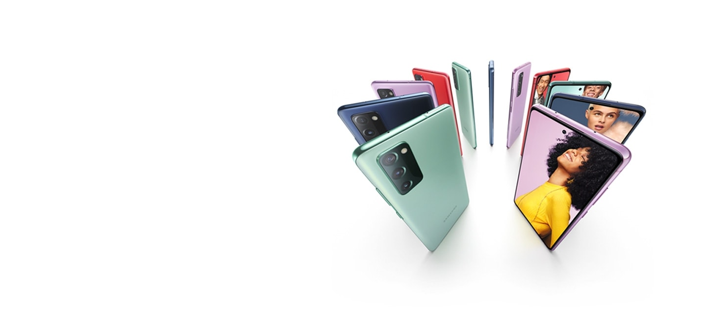 The upper halves of Galaxy Note20 5G in Mystic Green and Galaxy Note20 Ultra 5G in Mystic Bronze, both seen from the rear at a three-quarter angle. The matching S Pen for both phones is leaning against the phone.