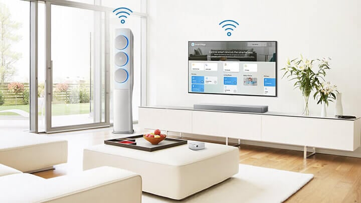 Painel SmartThings na Smart TV e ar condicionado com ícones Wi-Fi.