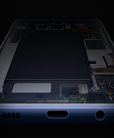 Simulated X-ray image of hardware inside Galaxy Note9, viewed from the bottom
