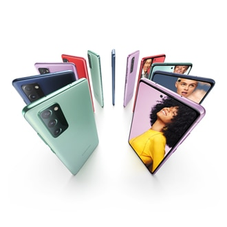 Eleven Galaxy S20 FE phones standing upright in a circle, alternating Cloud Navy, Cloud Red, Cloud Lavender, and Cloud Mint. Some are seen from the rear and some are seen from the front, with photos of people onscreen. Each person stands against a color background that matches the color of the phone.