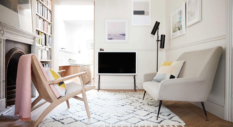 freistehender fernseher serif tv samsung de. Black Bedroom Furniture Sets. Home Design Ideas