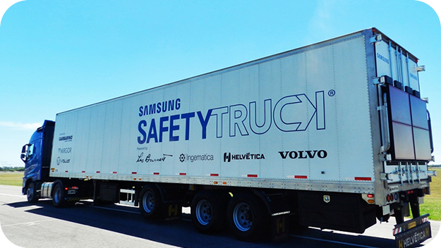 A photo of logistics truck (Safety Truck of Samsung Electronics)