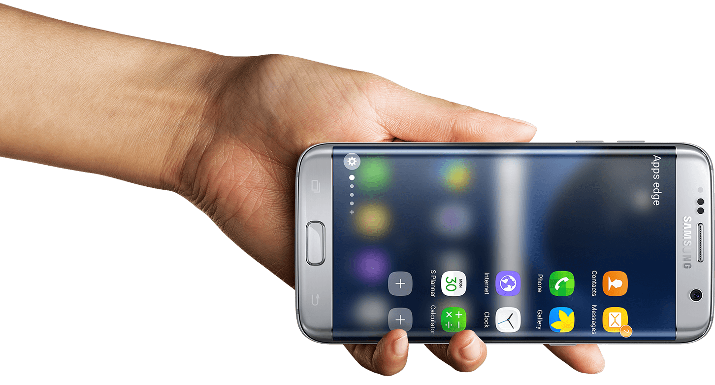 Рука с Samsung Galaxy S7 edge в горизонтальном положении