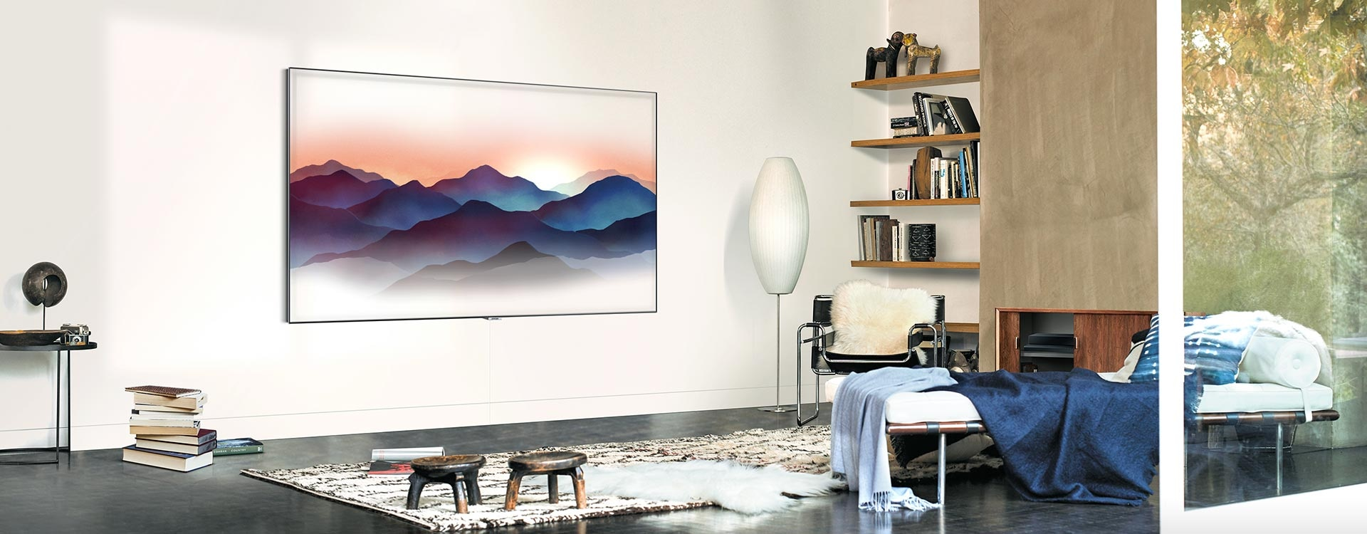 A video shows Samsung QLED TV mounted on the living room wall. A light is shown following the One Invisible connection below the TV. With One Invisible connection, the TV is perfectly blended in the space.