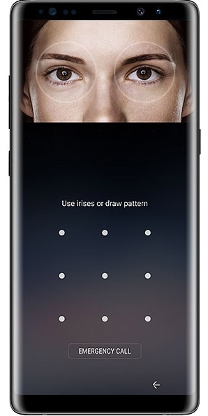 Image of a woman using the Iris Scan feature to unlock the Galaxy Note8