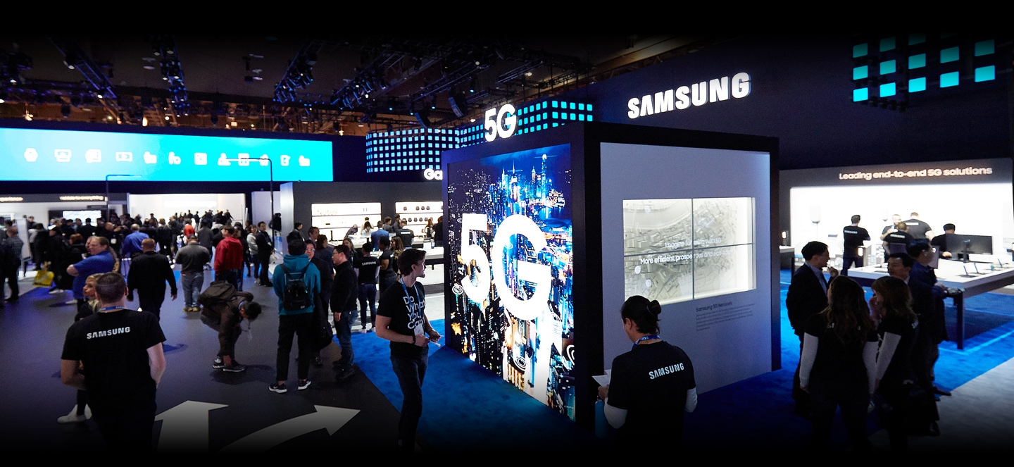 A large number of attendees explore the benefits of 5G integration displayed throughout the 5G zone inside the Samsung booth at CES 2019.