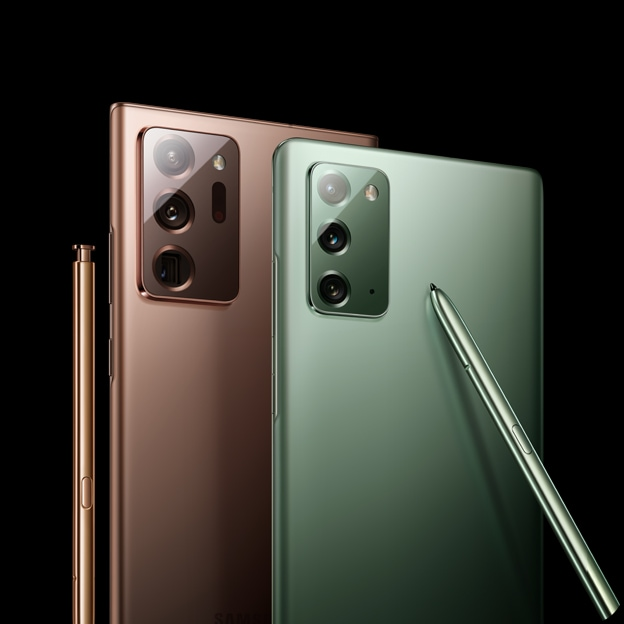 The upper halves of Galaxy Note20 in Mystic Green and Galaxy Note20 Ultra in Mystic Bronze, come in front either side of the screen. They circle around each other and meet in the middle, showing the rear at a three-quarter angle. The matching S Pen for both phones is leaning against the phone.