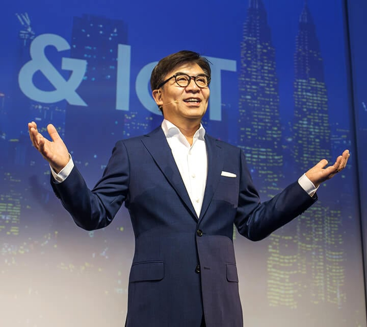 HS Kim, President and CEO of Samsung Electronics, speaks at the Samsung Press Conference at IFA 2018.