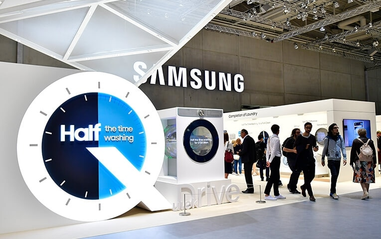 The showcases the latest of Samsung's laundry innovations, the QuickDrive™ washing machine.