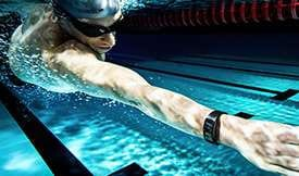 Thumbnail of person swimming underwear wearing Gear Fit2 Pro