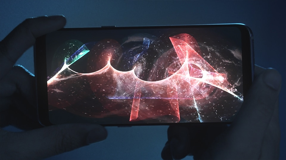 Thumbnail of taking long-exposure photography with the Galaxy S8 or S8+ in Pro mode of a person creating shapes with a light stick in the dark