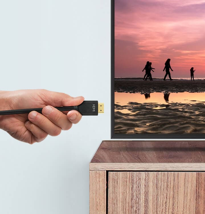 Connecting HDMI cable to the Smart TV