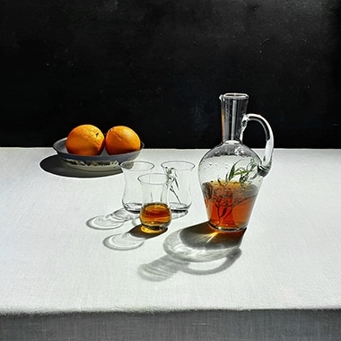 Learn how to shoot a dramatic still life with your favorite drink and Dual Aperture
