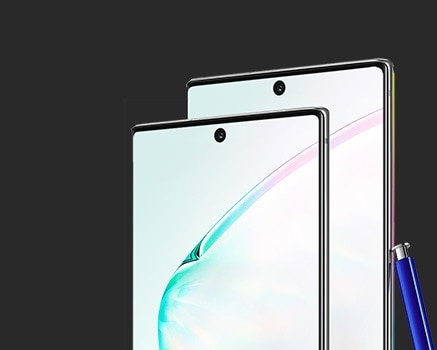 Upper half of Galaxy Note10 and Galaxy Note10 plus seen at a three-quarter angle with an abstract graphic onscreen. Leaning against Galaxy Note10 plus is a blue S Pen.