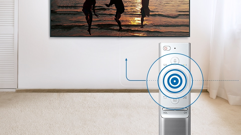 QLED TV using auto source recognition technology to detect what kind of device was plugged in