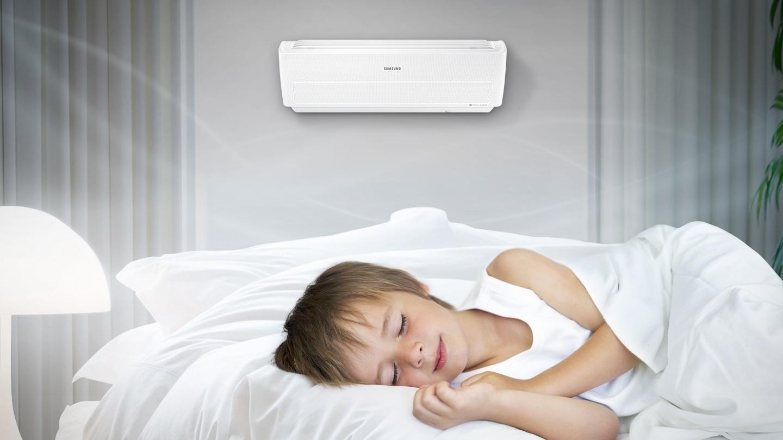 En utilisant un climatiseur conventionnel, la sensation de froid est plus forte à cause du débit d'air direct. Avec le climatiseur Wind-Free, profitez d'un environnement confortable sans courant d'air.