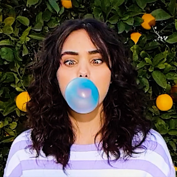 A bubblegum-popping video with Super Slow-mo