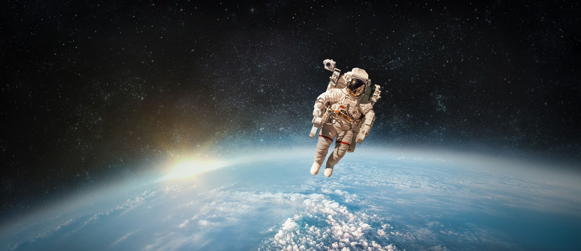 Samsung Galaxy S8 And Saudi Arabia Maple Gold Garansi Resmi Background Image Of An Astronaut Floating Above Earth