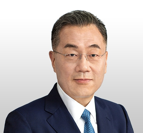 portrait of Dr. Inyup Kang; System LSI Business President & General Manager