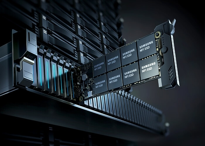 PM983 NF1 NVMe™ SSD chip mounted on the server