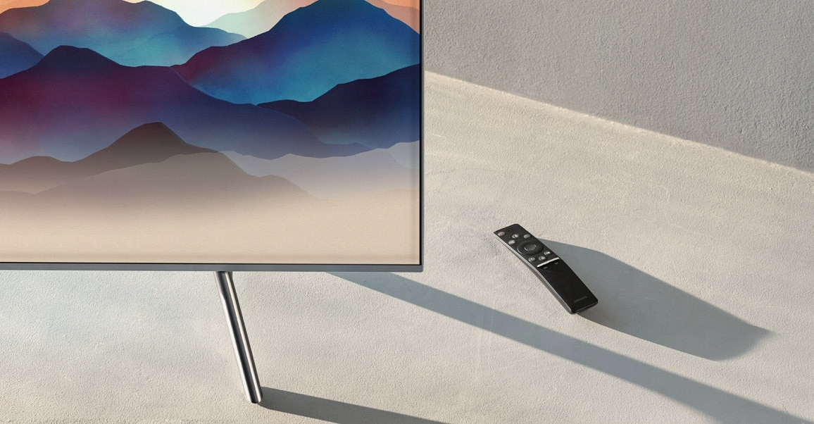 A beauty cut of the 2018 new QLED TV Q6F. Closed-up shot of bezel and One remote control.