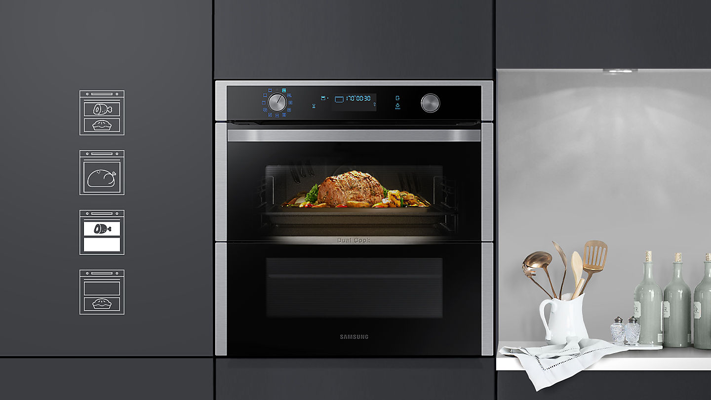 Photo of the Dual Cook Flex oven with a roast being cooked in the top oven with nothing being cooked in the bottom oven