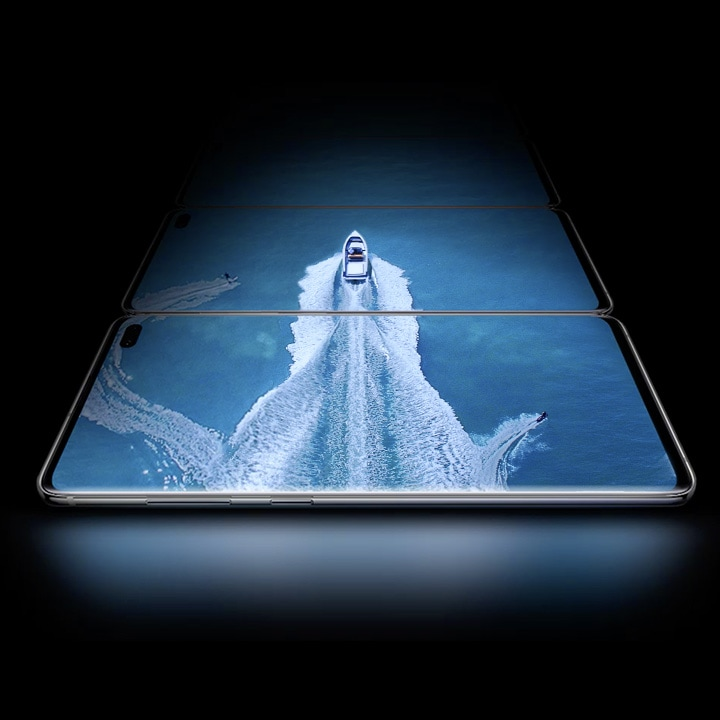 Speed boat displayed travelling across three Galaxy S10 devices