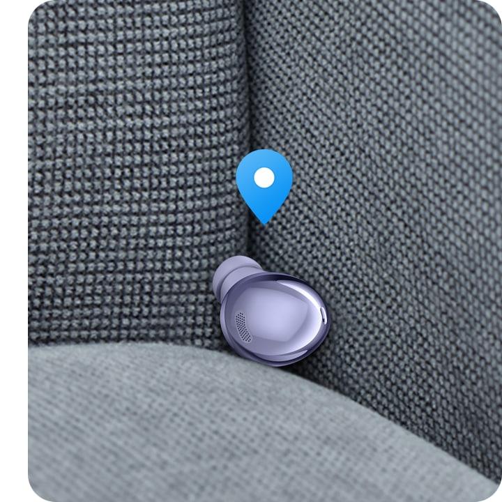 إحدى طرفي سماعة Buds Pro توجد في زاوية الأريكة. ويظهر رمز تحديد الموقع على Buds Pro.