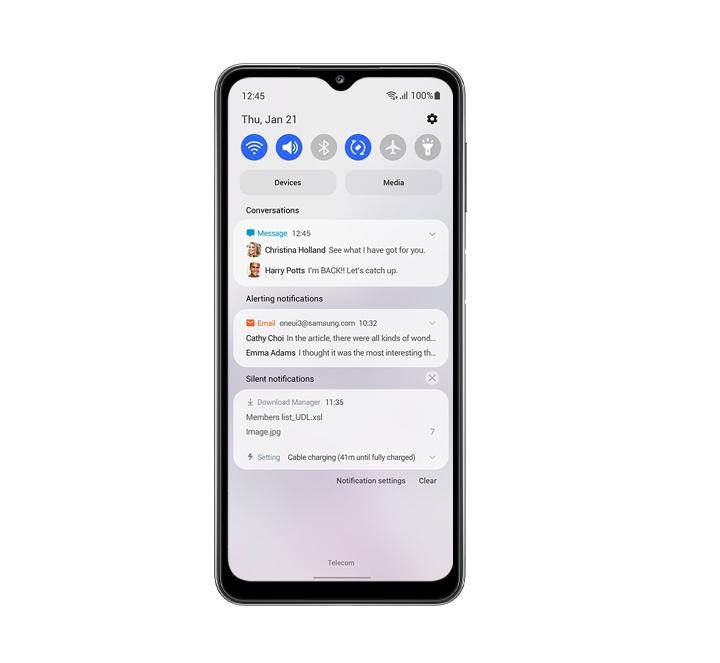 Une vue de face de l'appareil, affichant la notification et le panneau rapide sur fond blanc, comme une seule interface utilisateur vous aide à vous concentrer.